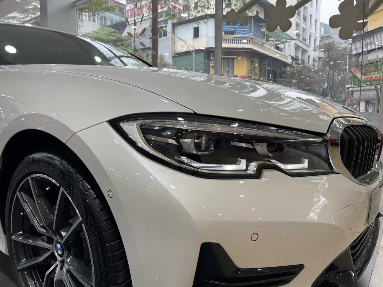 Cụm đèn BMW 320i Sport Line Plus.