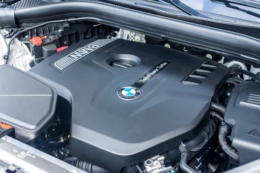 Khoang động cơ BMW X3 2021.
