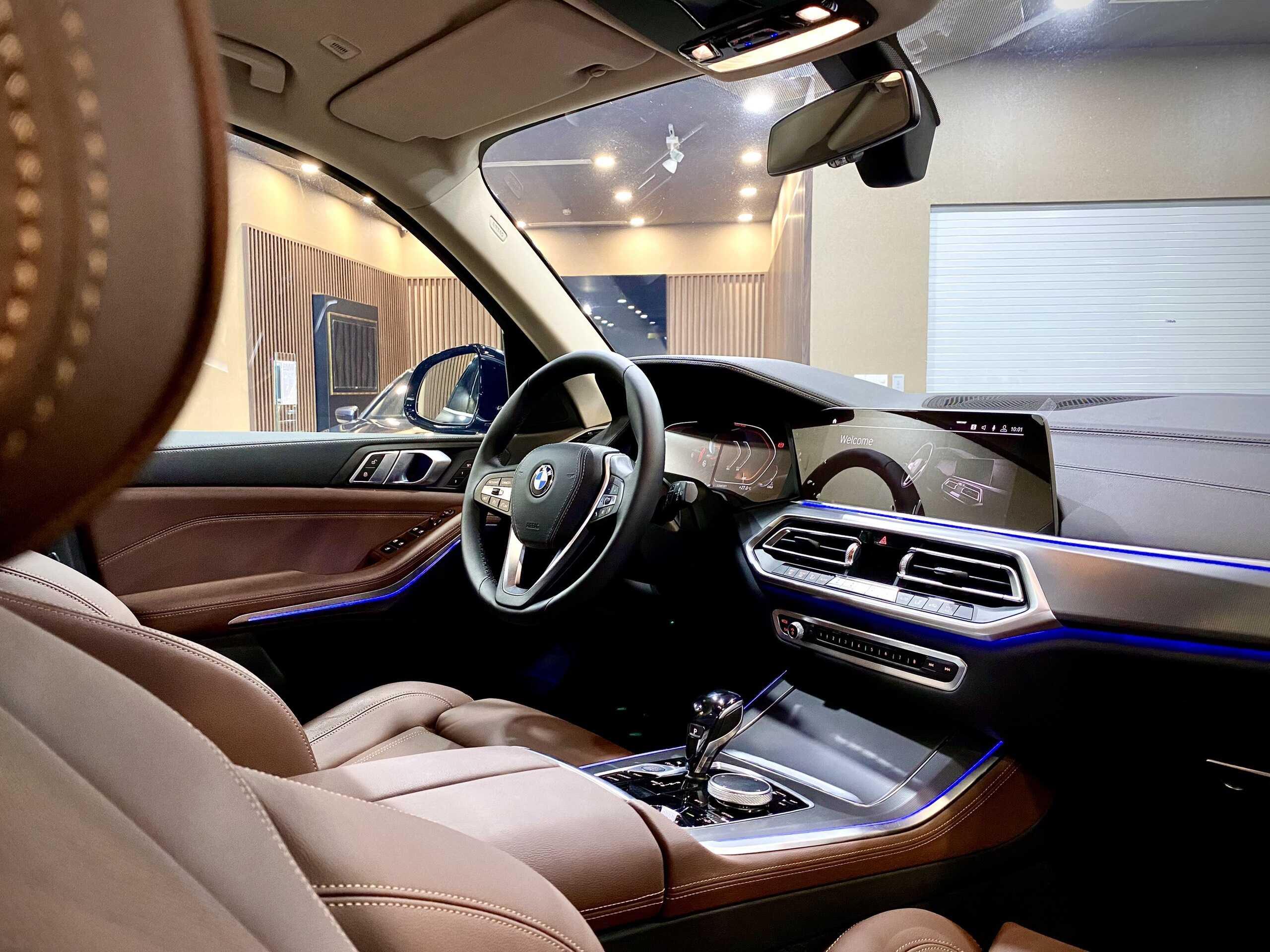 Khoang nội thất hiện đại - sang trọng trên BMW X5 xLine.