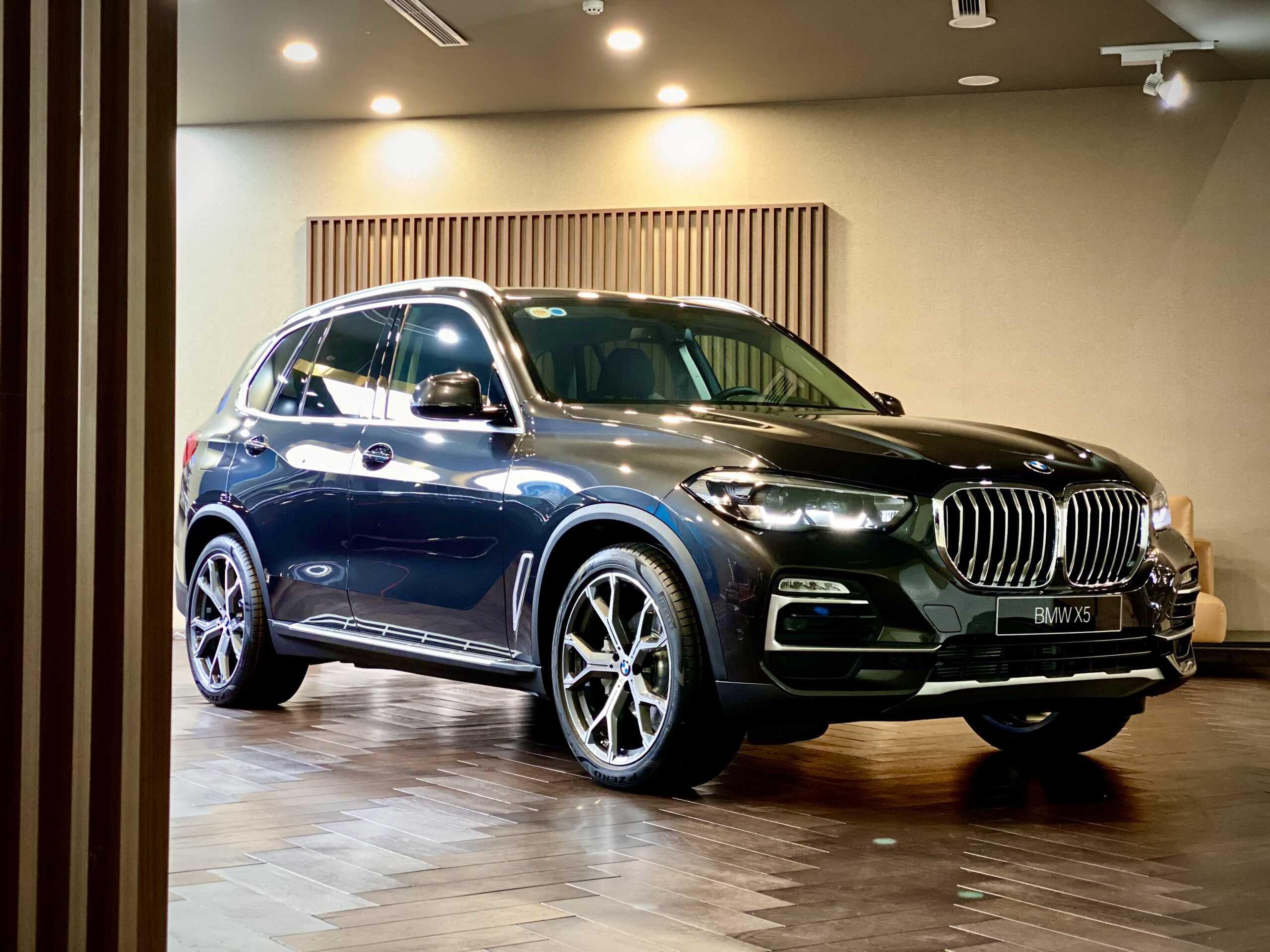 Khả năng vận hành vượt trội trên BMW X5 2021.