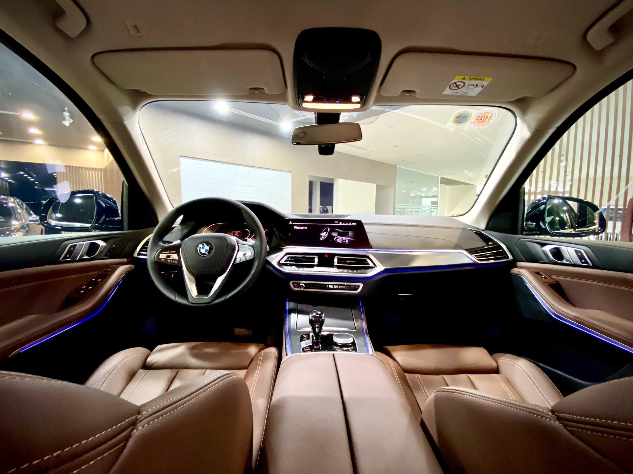 Nội thất BMW X5 xDrive40i xLine 2021.