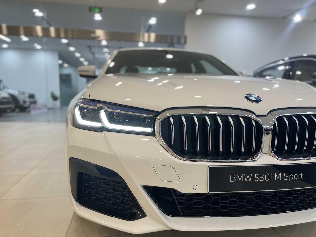 BMW 530i M Sport được trang bị công nghệ đèn BMW Leser Light.