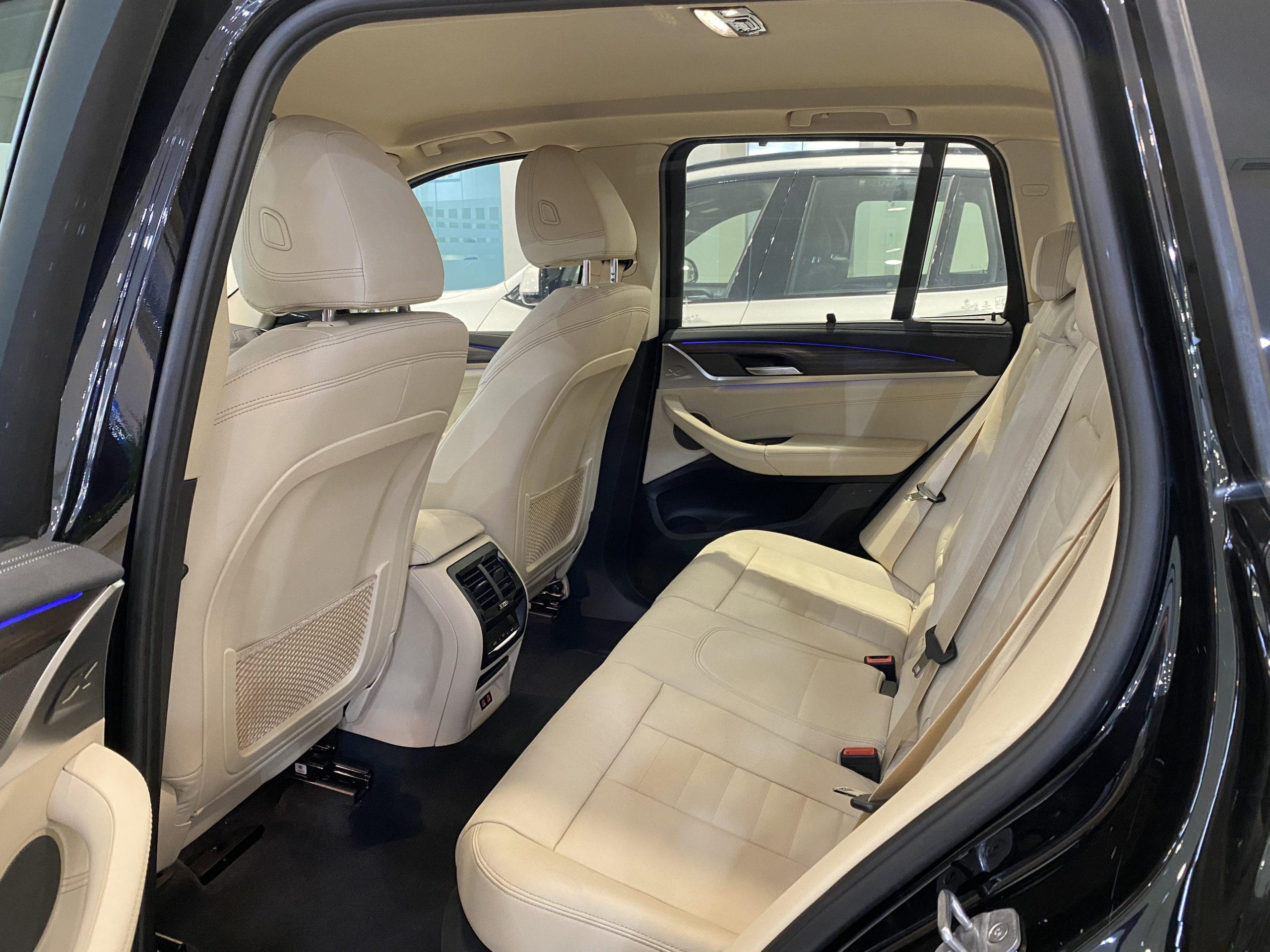 Hàng ghế sau rất rộng trên BMW X3 xDrive.