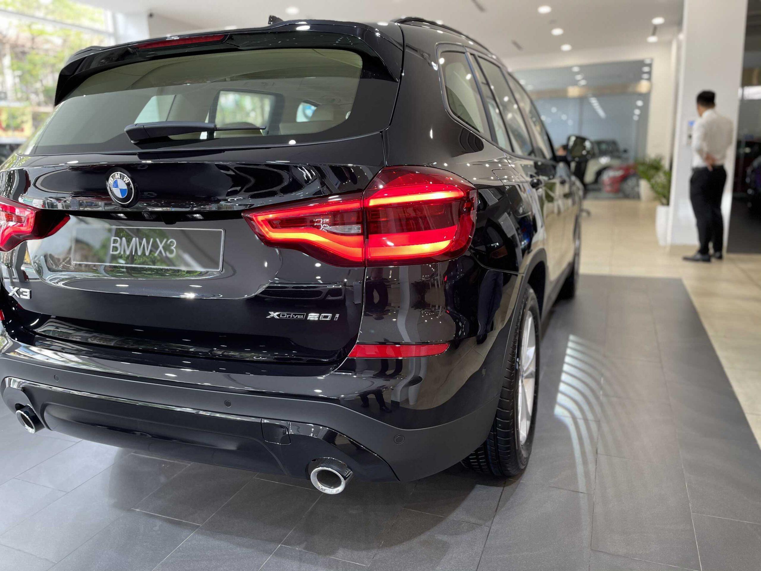 Phần đuôi xe BMW X3 xDrive 2021.