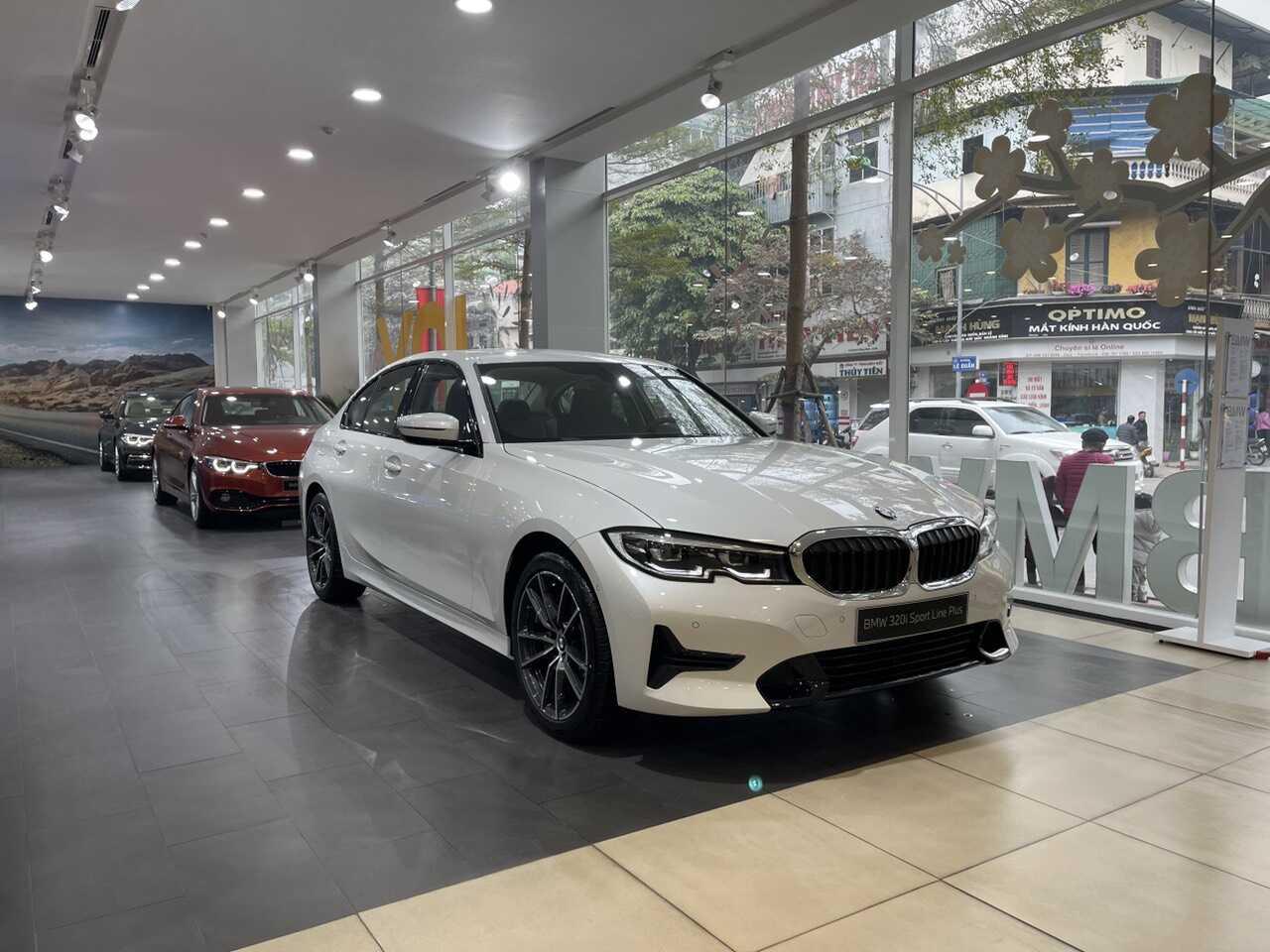 BMW 320i Sport Line Plus màu Mineral White